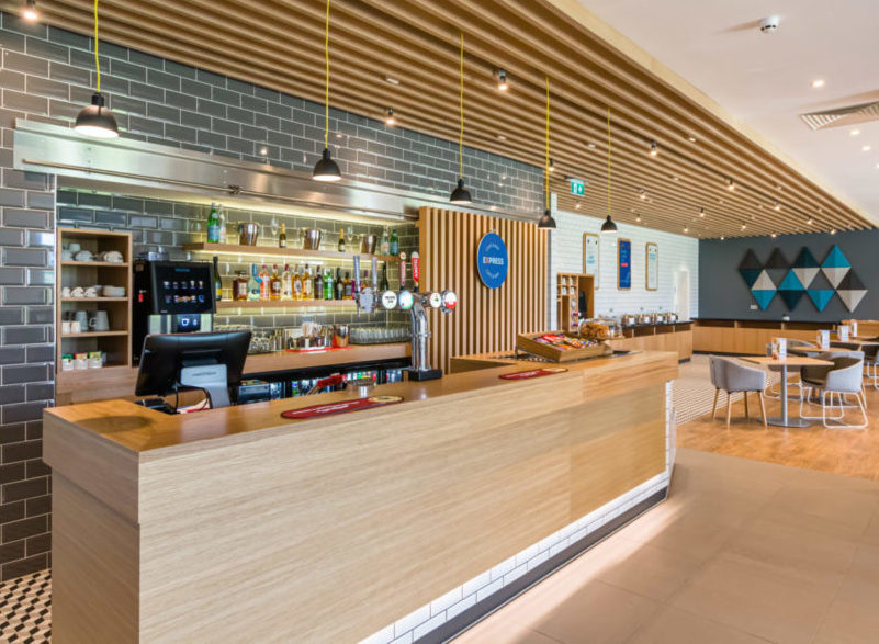 Holiday Inn Express Bodmin - Bar